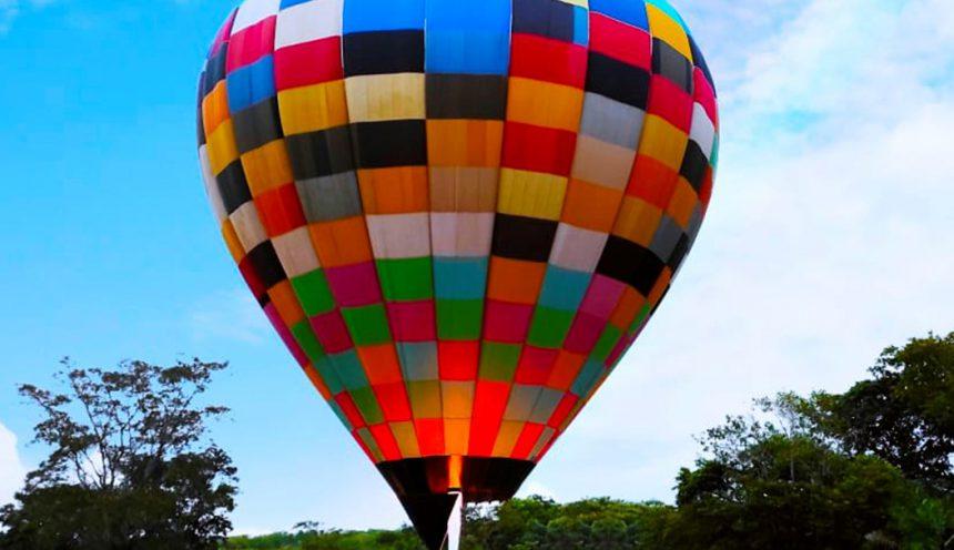 Novas cores no céu de Bonito! Balão chega com o novo atrativo na cidade.